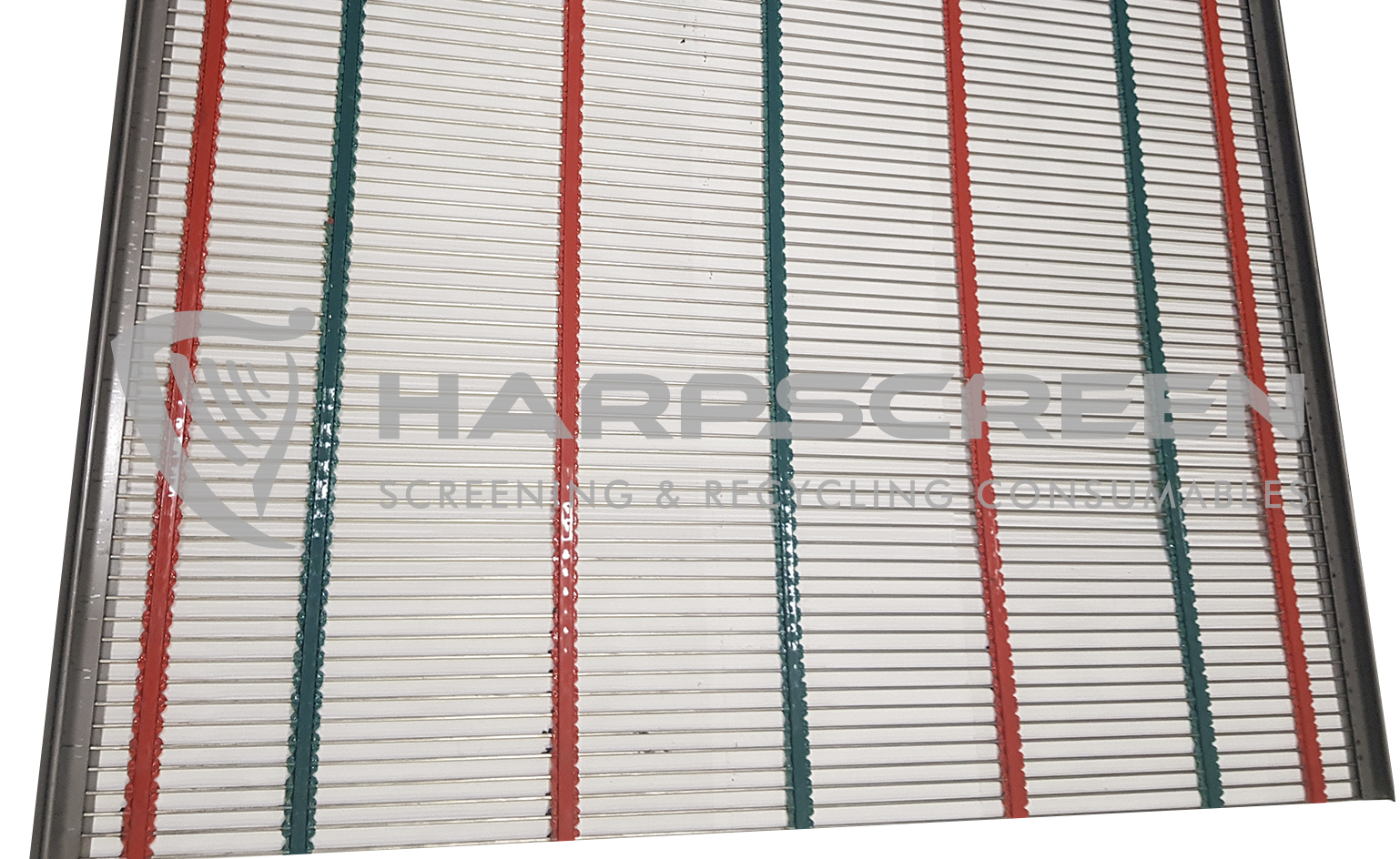 Self cleaning piano wire screens